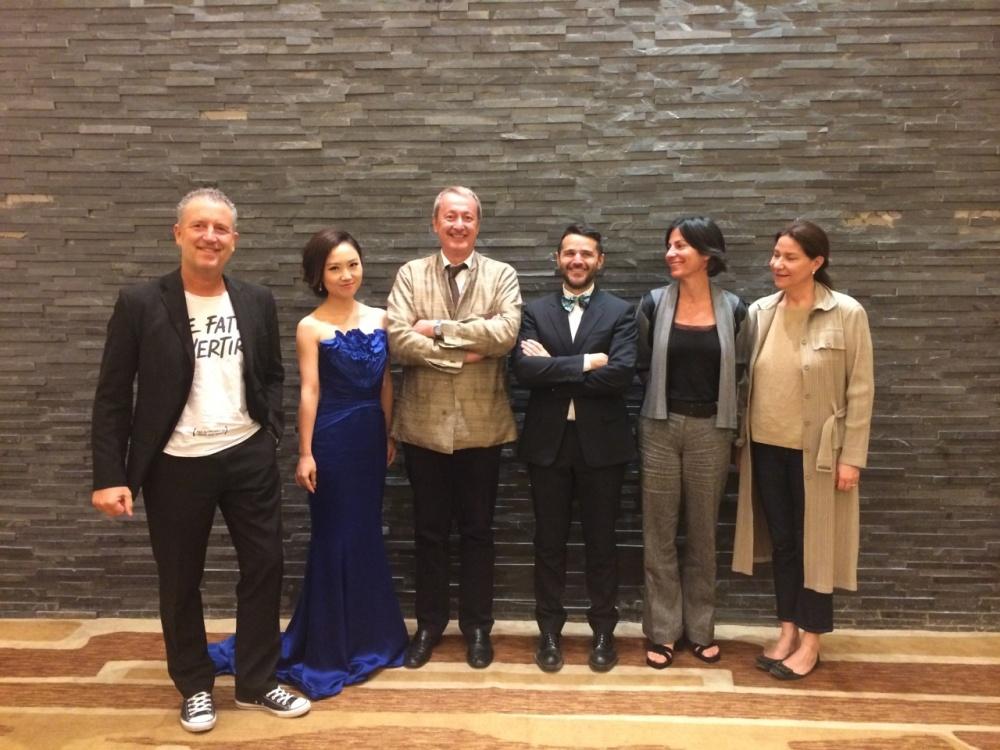 Da sinistra: Simone Micheli, Presentatrice di cerimonia, Arturo dell'Acqua Bellavitis, Armando Bruno, Marina Baracs, Antonella Dedini.